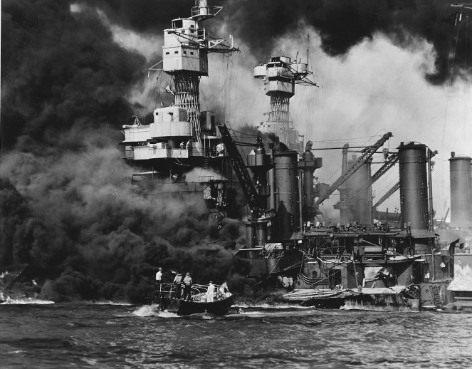 http://russian7.ru/wp-content/uploads/2014/03/USS_West_Virgina_BB-48_burning_at_Pearl_Harbor_1941-663x518.jpg