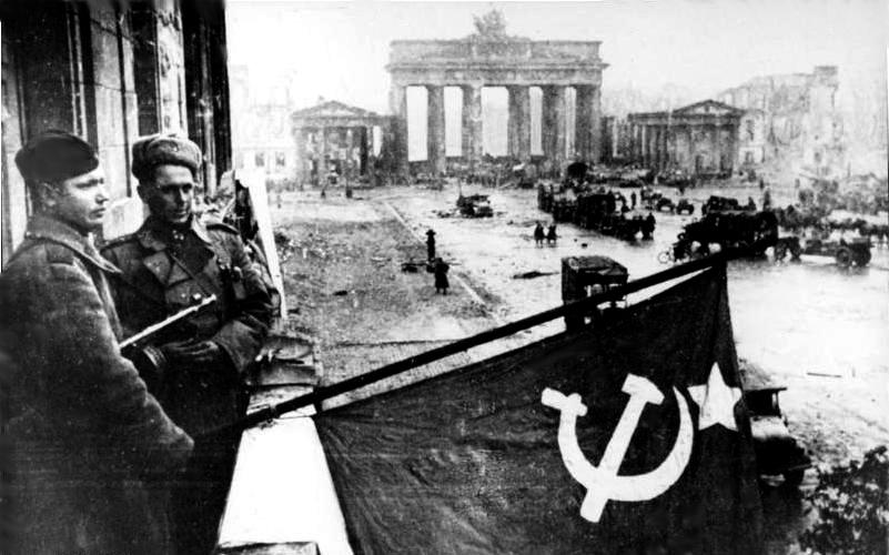 http://russian7.ru/wp-content/uploads/2014/04/Bundesarchiv_Bild_183-R77767_Berlin_Rotarmisten_Unter_den_Linden.jpg