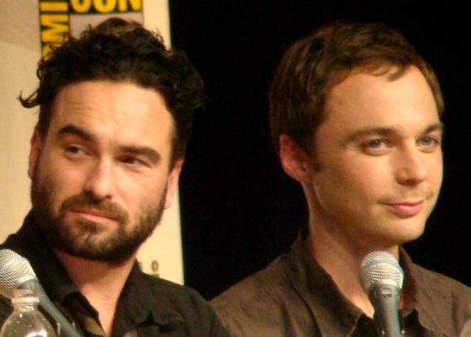 http://russian7.ru/wp-content/uploads/2014/04/Johnny_Galecki__Jim_Parsons_at_Comic_Con_2009-663x475.jpg