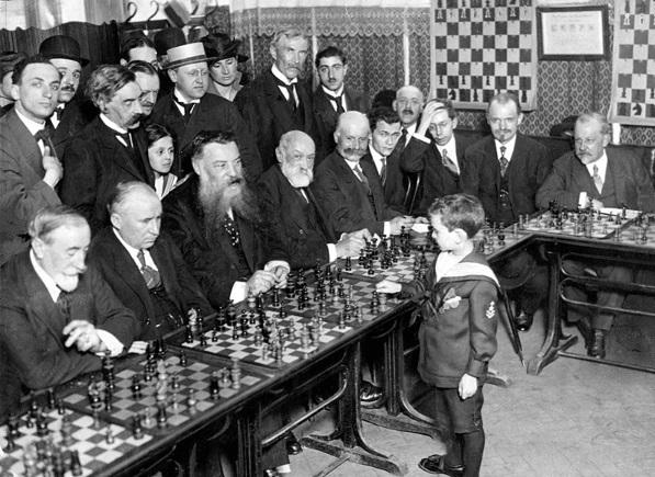 http://russian7.ru/wp-content/uploads/2014/04/samuel-reshevsky-chess.jpg