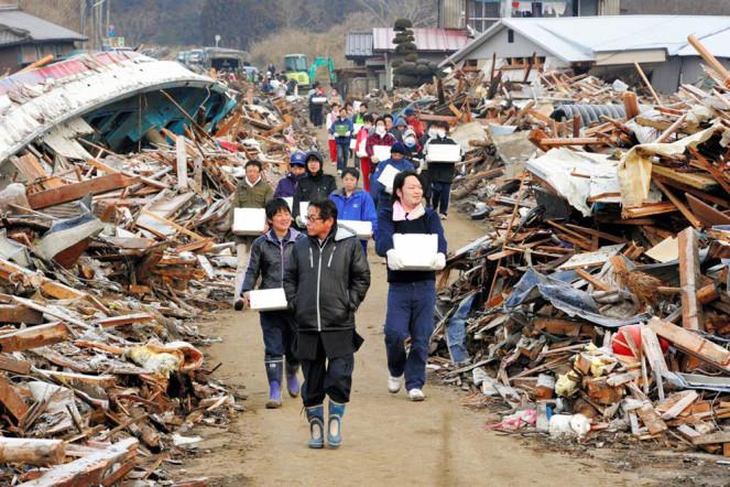 http://russian7.ru/wp-content/uploads/2014/04/zemletriasenie-i-cunami-v-japonii-14-12-663x442.jpg