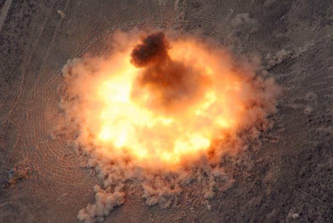 Вакуумная бомба: как это взрывается (3 фото)
