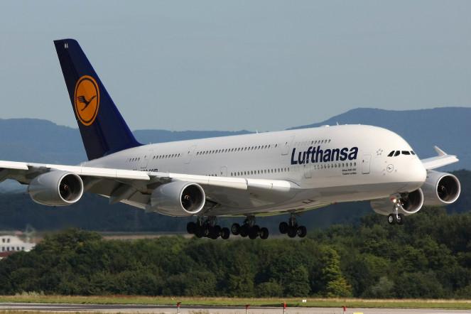 http://russian7.ru/wp-content/uploads/2014/06/Lufthansa_A380_D-AIMA-1-663x442.jpg