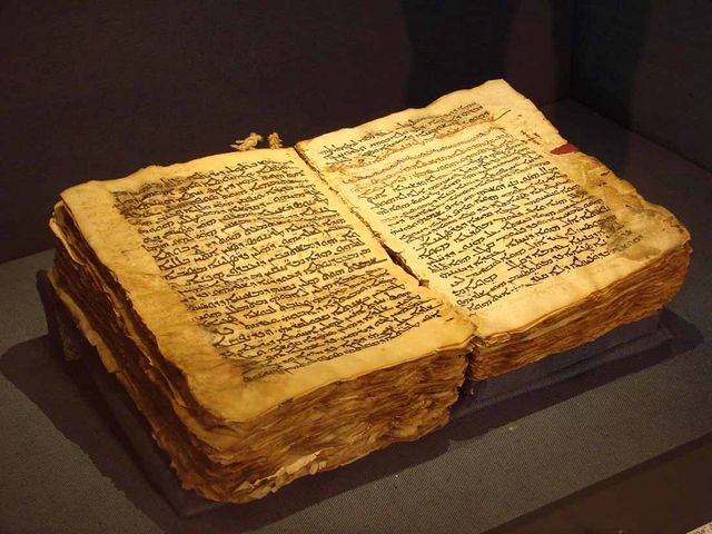 фото древних книг