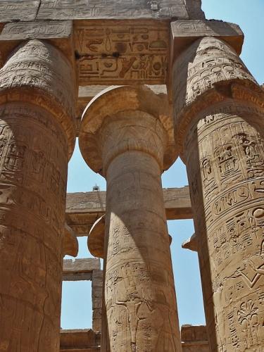 Папирусообразные египетские колонны