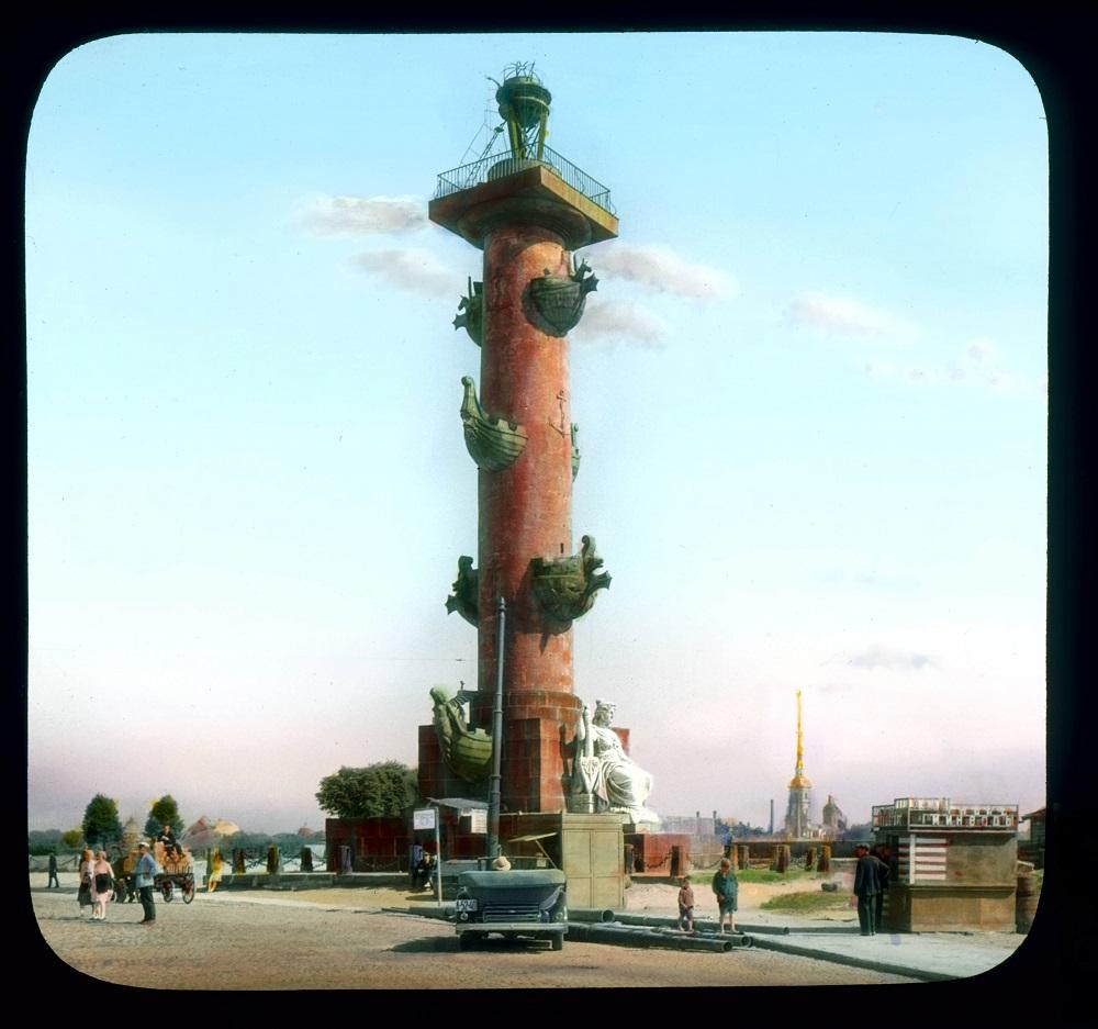 Ростральные колонны. фото Брэнсон Де Ку, 1931 год
