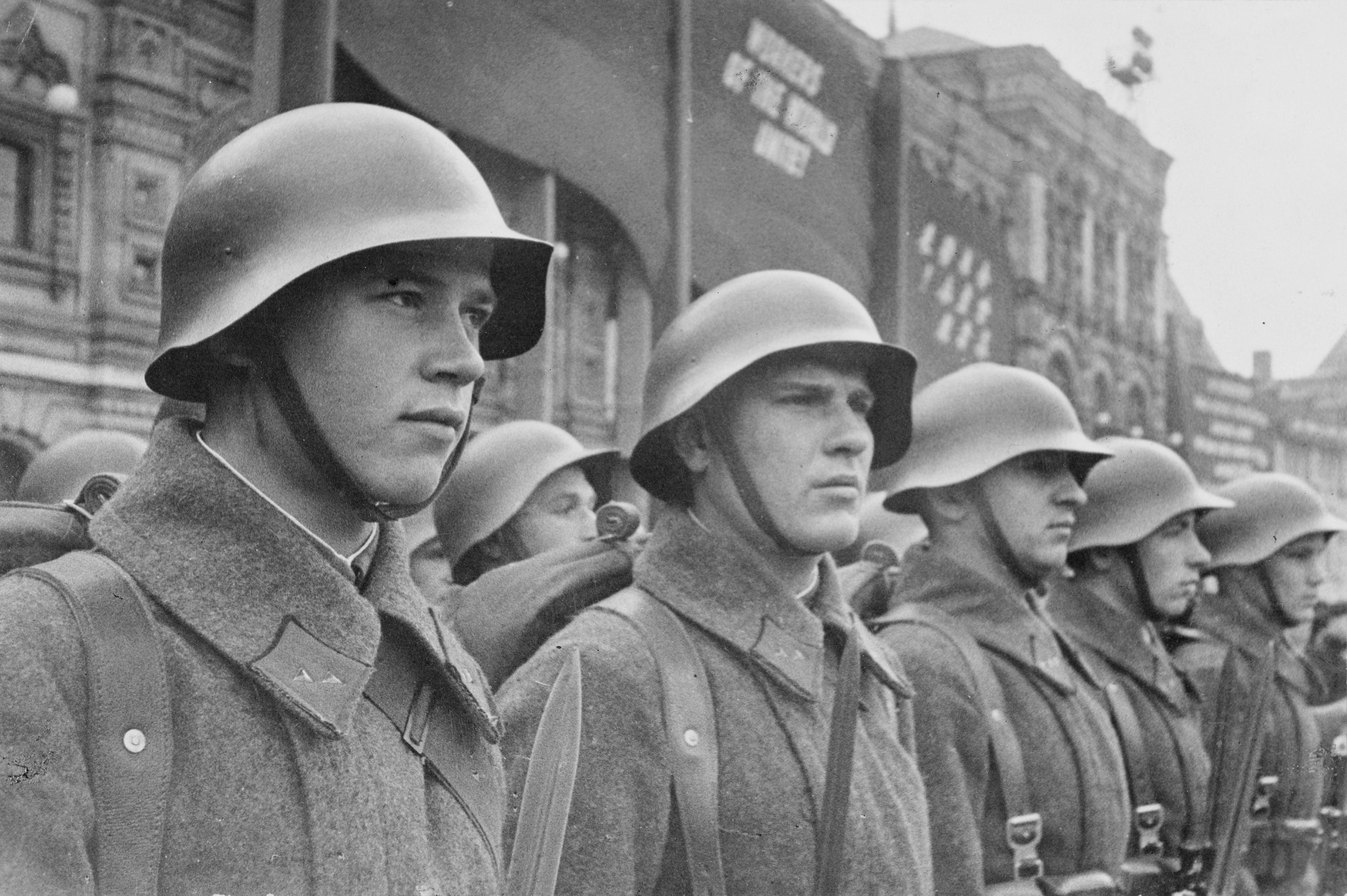 http://russian7.ru/wp-content/uploads/2015/02/Soldaten_rote_armee.jpg