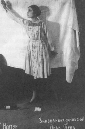 Лилия Брик в фильме «Закованная фильмой», 1918 год