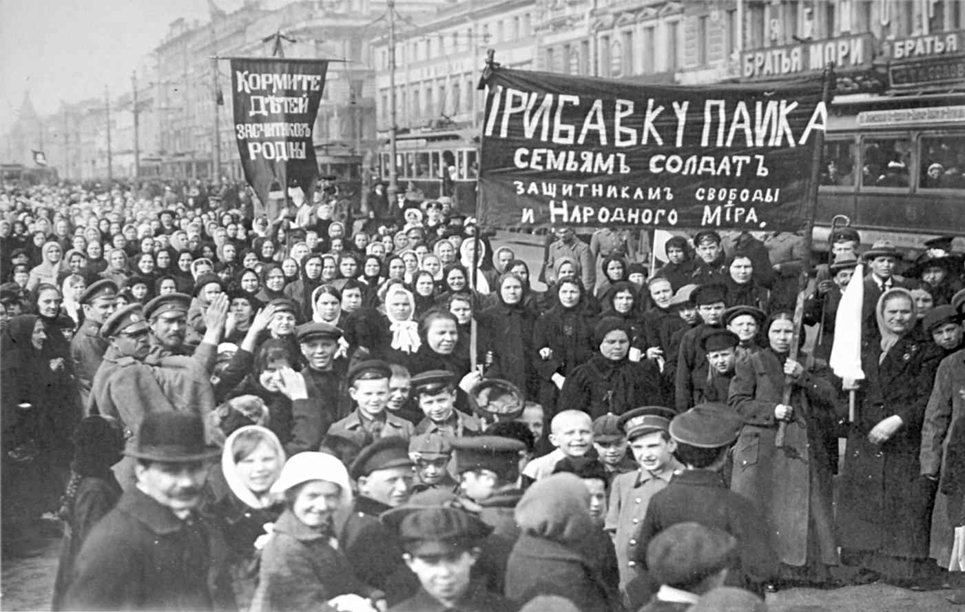 Демонстрация_работниц_Путиловского_завода_в_первый_день_Февральской_революции_1917