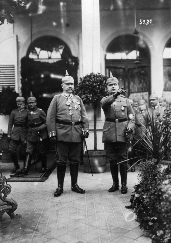 Scherl: Hindenburgs 70.Geburtstag. Hindenburg und Ludendorff b.[ei] d.[er] Feier im Großen Hauptquartier in Bad Kreuznach