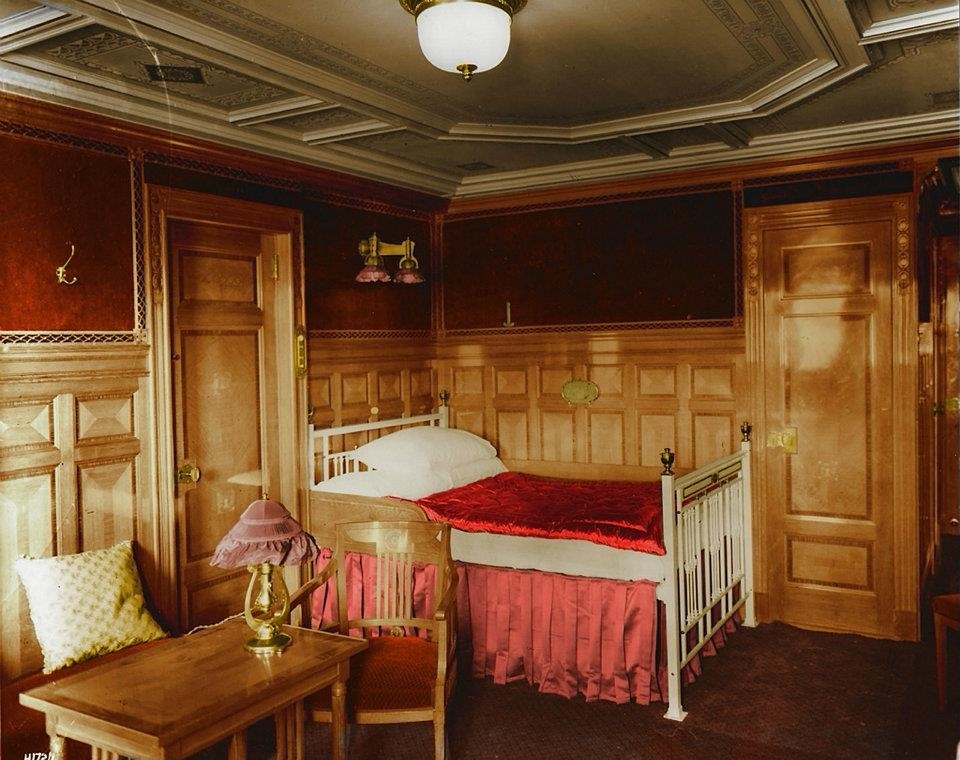 First-class-room-B-59-decorated-in-the-Modern-Dutch-style.