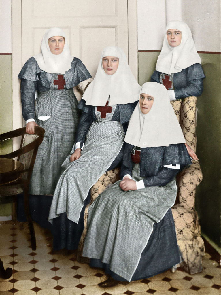 Romanov-Sisters-And-Their-Mother-Tsarina-Alexandra-Working-In-A-Military-Hospital-During-Worl-War-I-767x1024