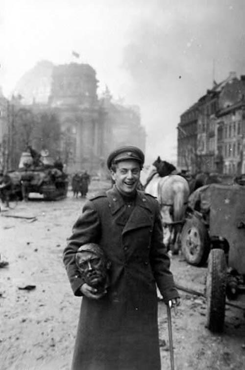 a-Russian-soldier-carries-a-statue-head-of-Nazi-lead-Adolf-Hitler-May-1945