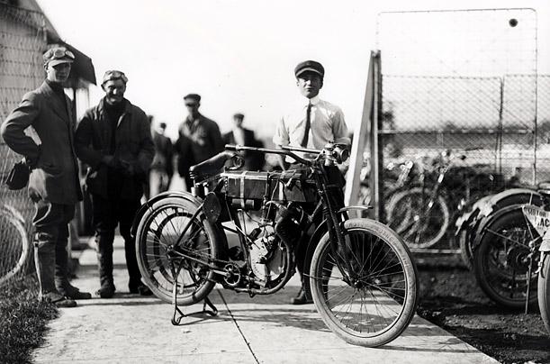 Harley-Davidson-–-racer-motorcycle-1903