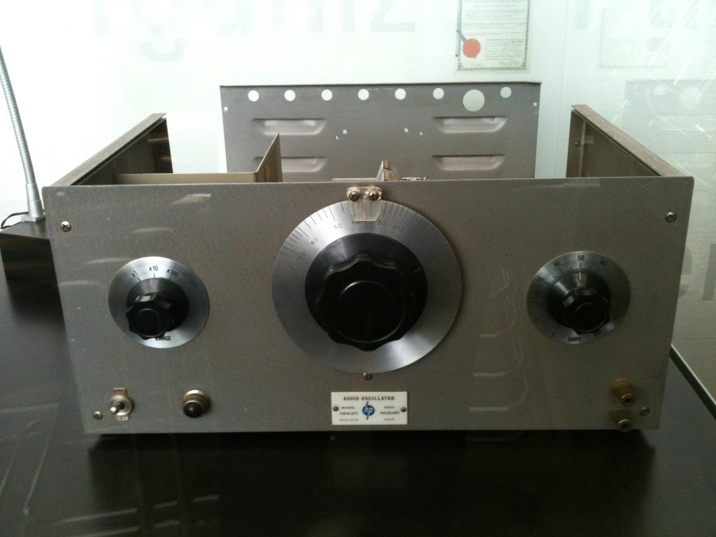 Hewlett-Packard-–-HP200A-1939