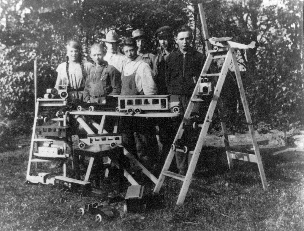 Lego-–-wooden-toys-1932