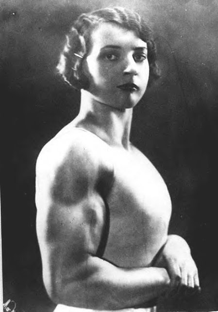 Beautiful Muscular Women in the early 1900s (11)