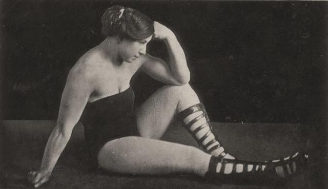 Beautiful Muscular Women in the early 1900s (5)