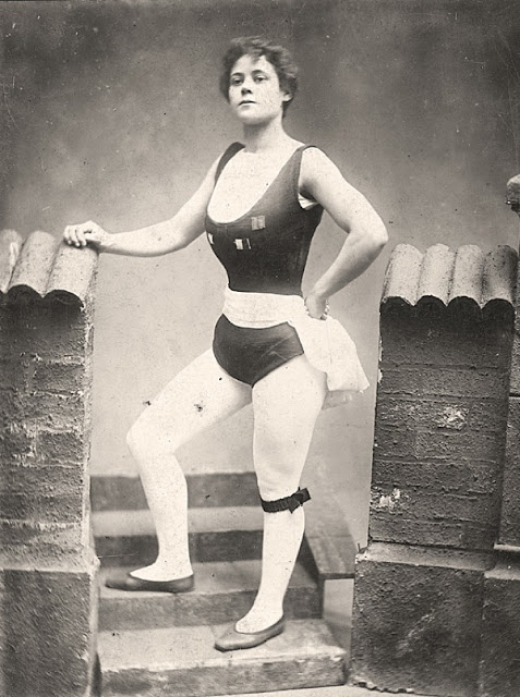 Beautiful Muscular Women in the early 1900s (7)