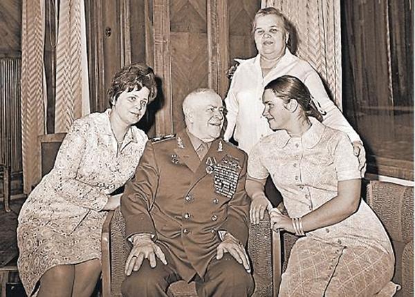 Жена жукова георгия константиновича фото жены первая и вторая