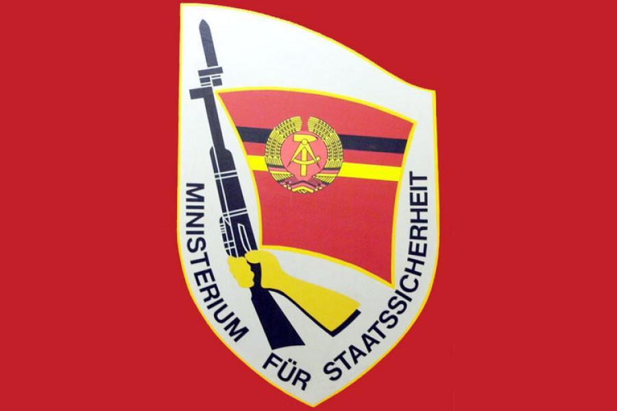 http://russian7.ru/wp-content/uploads/2017/03/Stasi-Wappen-2-DW-Vermischtes-Dresden.jpg