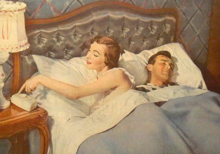 Русская жена с мужем в постели