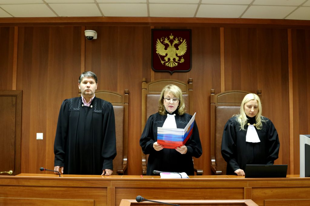 в дни судебных заседаний