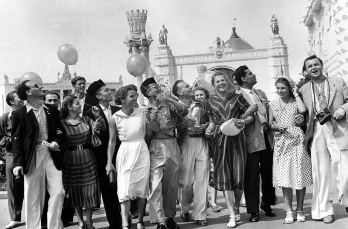 «Запрет на любовь с иностранцами» в СССР: что это было