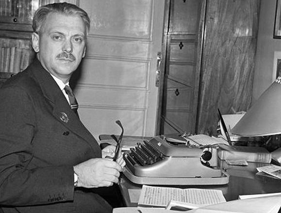 Какие премиальные получил Сергей Михалков за написание гимна СССР