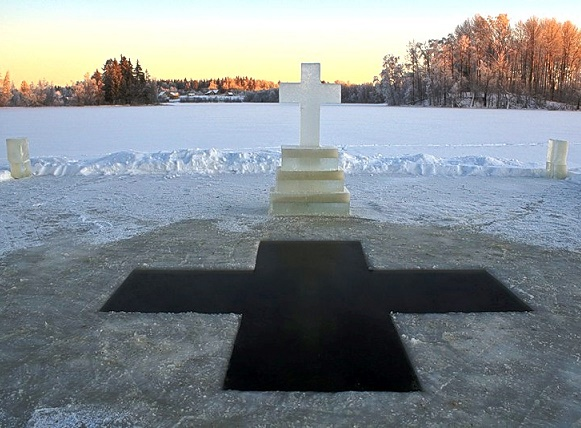 Нужно ли погружаться в прорубь на Крещение