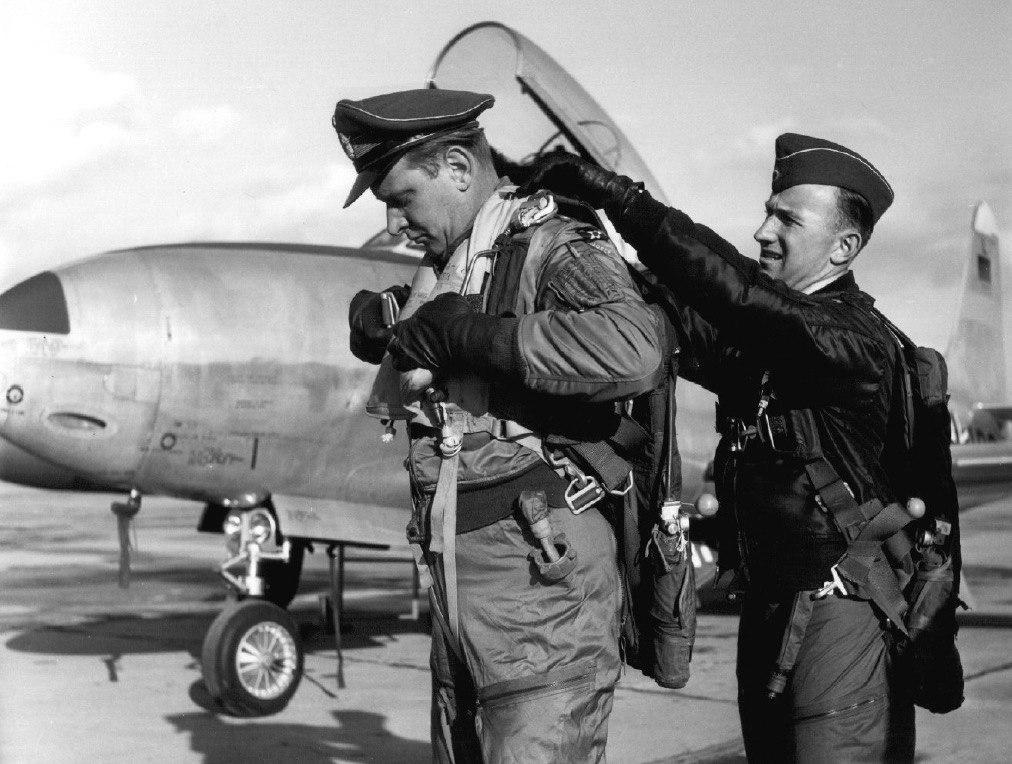 крупными бутонами немецкие летчики в заполярье фото будем рады