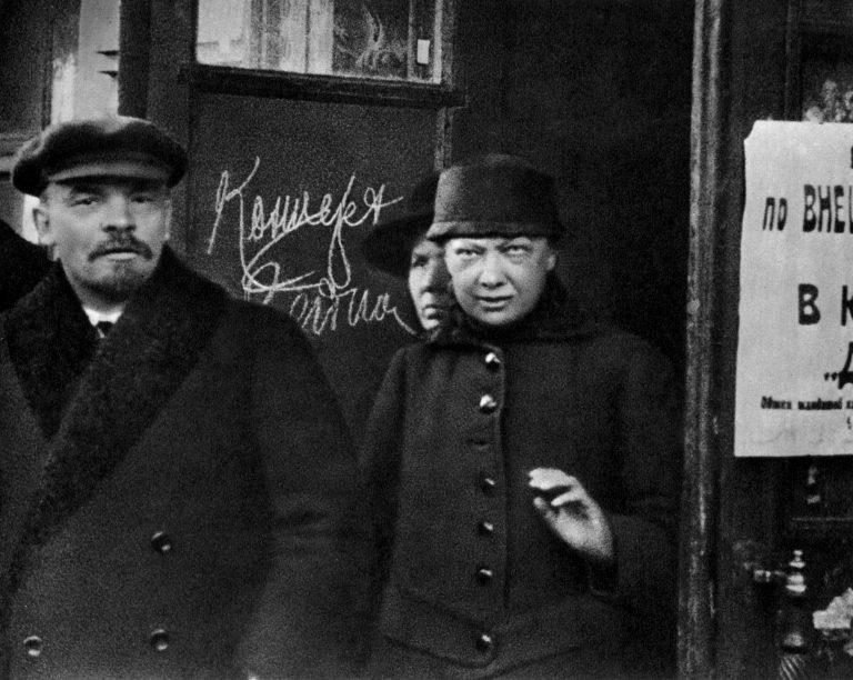 Зачем Ленин и Крупская... обвенчались в церкви!?