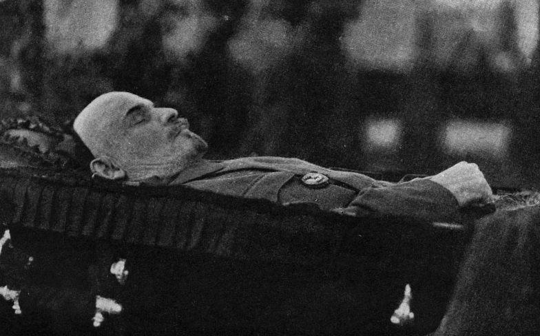 Странные смерти людей, которые ухаживали за «мумией» Ленина